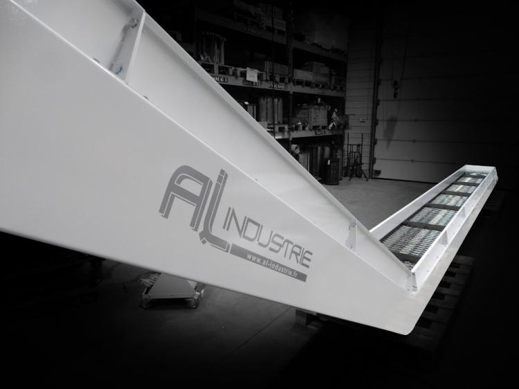Convoyeur decoupe laser 5 axes MAZAK SPACE GEAR.jpg